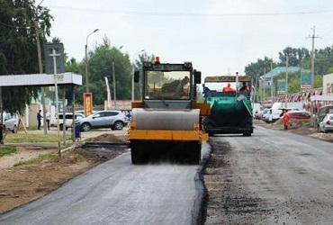И на разруху бывает проруха! Самые убитые дороги города Балаково начали приводить в порядок. Фото