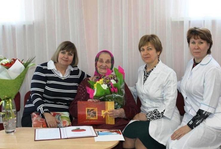 Проживающая Балаковского дома-интерната отметила 90-летний юбилей