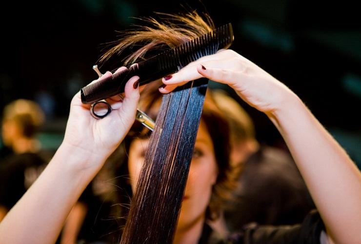 Среди парикмахерских нашли 9 нарушений трудового законодательства