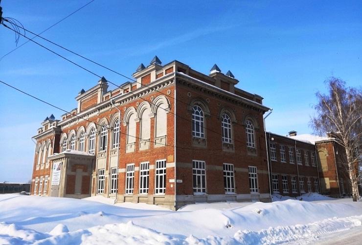 Суд заставил отремонтировать бывшее речное училище
