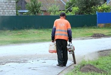 В селах продолжается ремонт дорог. Фото