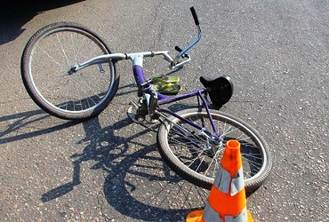 Калина на перекрестке протаранила велосипедиста