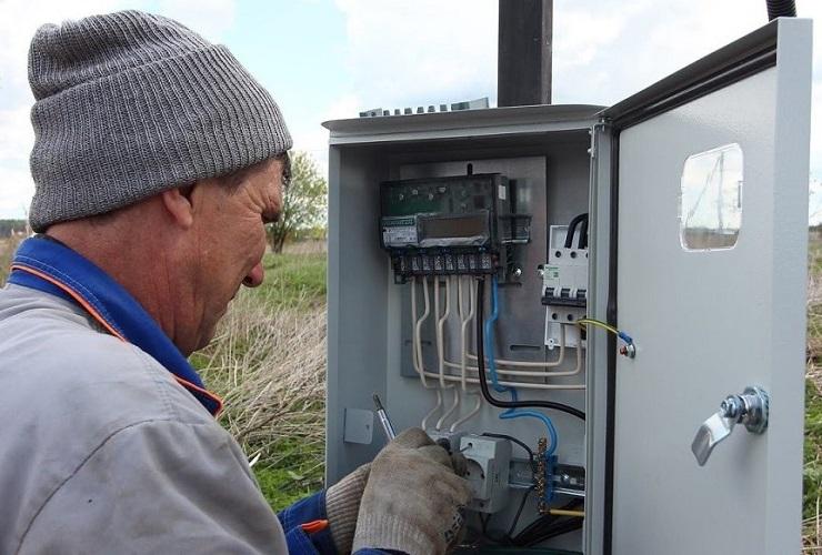 """Начали подводить электроэнергию к """"многодетным"""" участкам"""