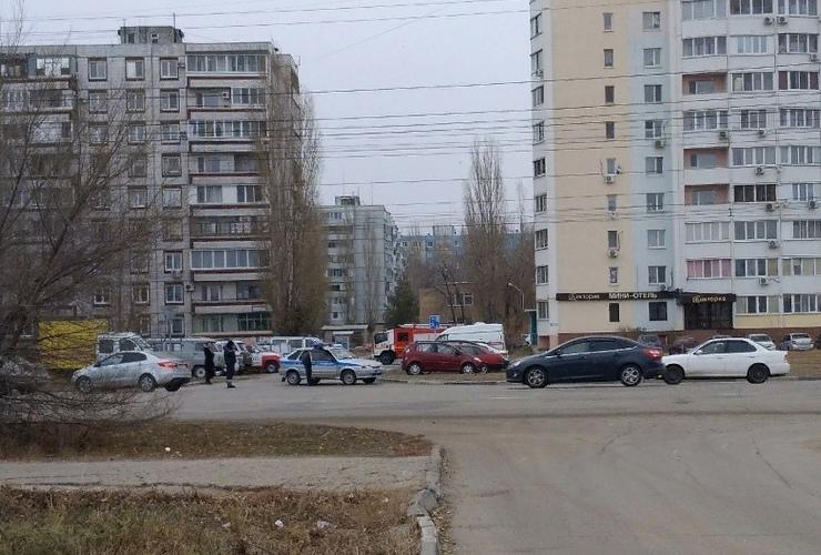 Жителей многоэтажки в Балакове эвакуировали из-за найденной гранаты. Прямая трансляция Sutynews