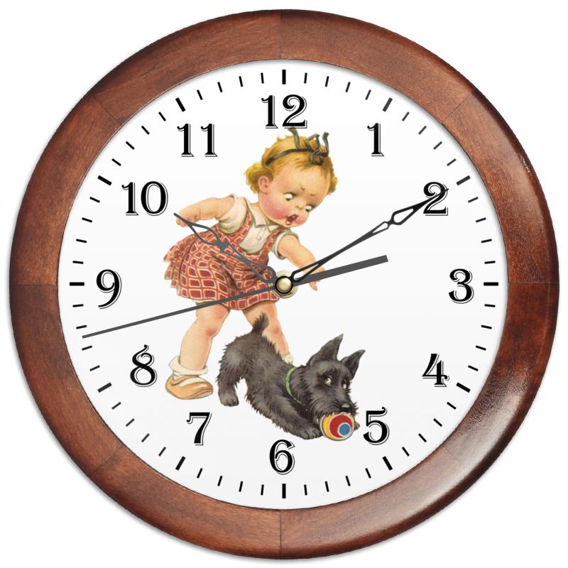 Printio Часы круглые из дерева Девочка играющая с собакой. часы paprcuts watch девочка и луна 0l 00039732