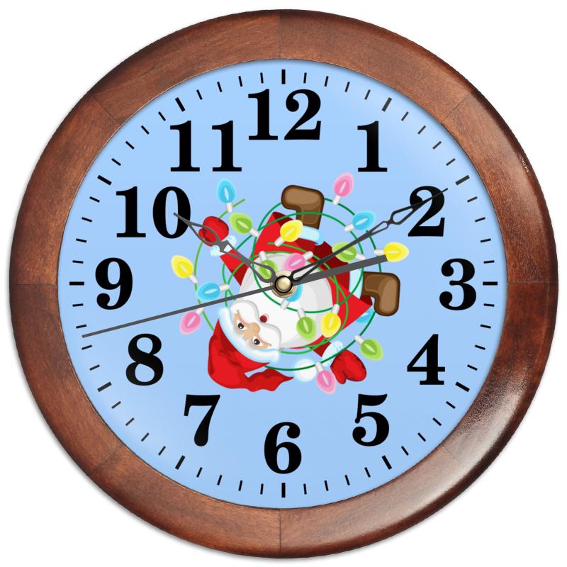Фото - Printio Часы круглые из дерева Санта в гирлянде. printio часы круглые из дерева крыса и сыр