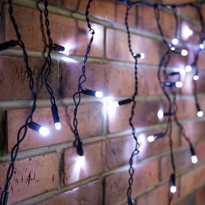 Гирлянда светодиодная «Айсикл» («Бахрома») 4,8х0,6 м, эффект мерцания, черный провод, 230 В, диоды белый, 176 LED NEON-NIGHT