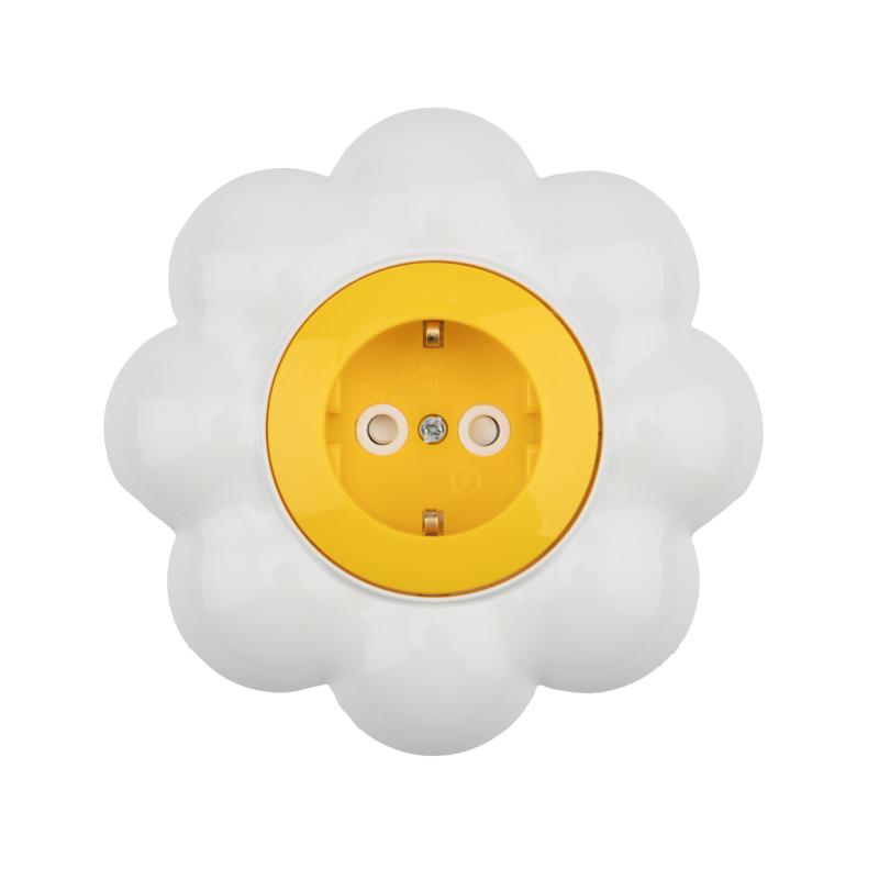 Розетка одноместная KRANZ HAPPY Ромашка скрытой установки, с заземлением и защитными шторками, желтая/белая