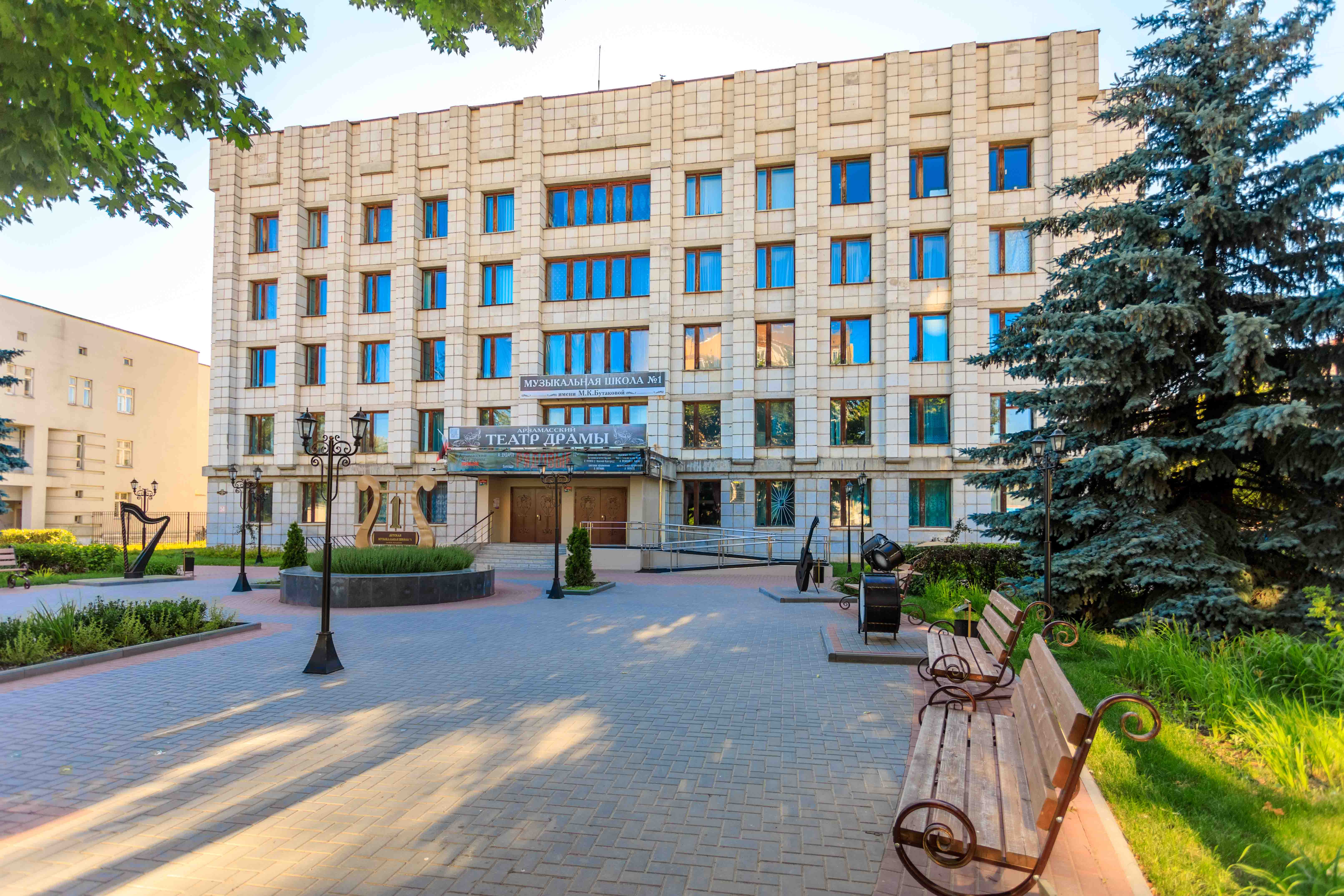 Современное здание на ул Кирова