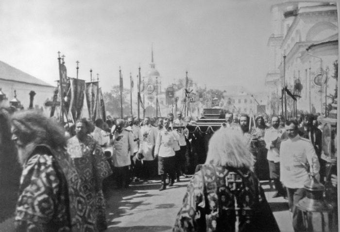 Прославление в лике святых благочестивого старца Серафима Саровского: история канонизации