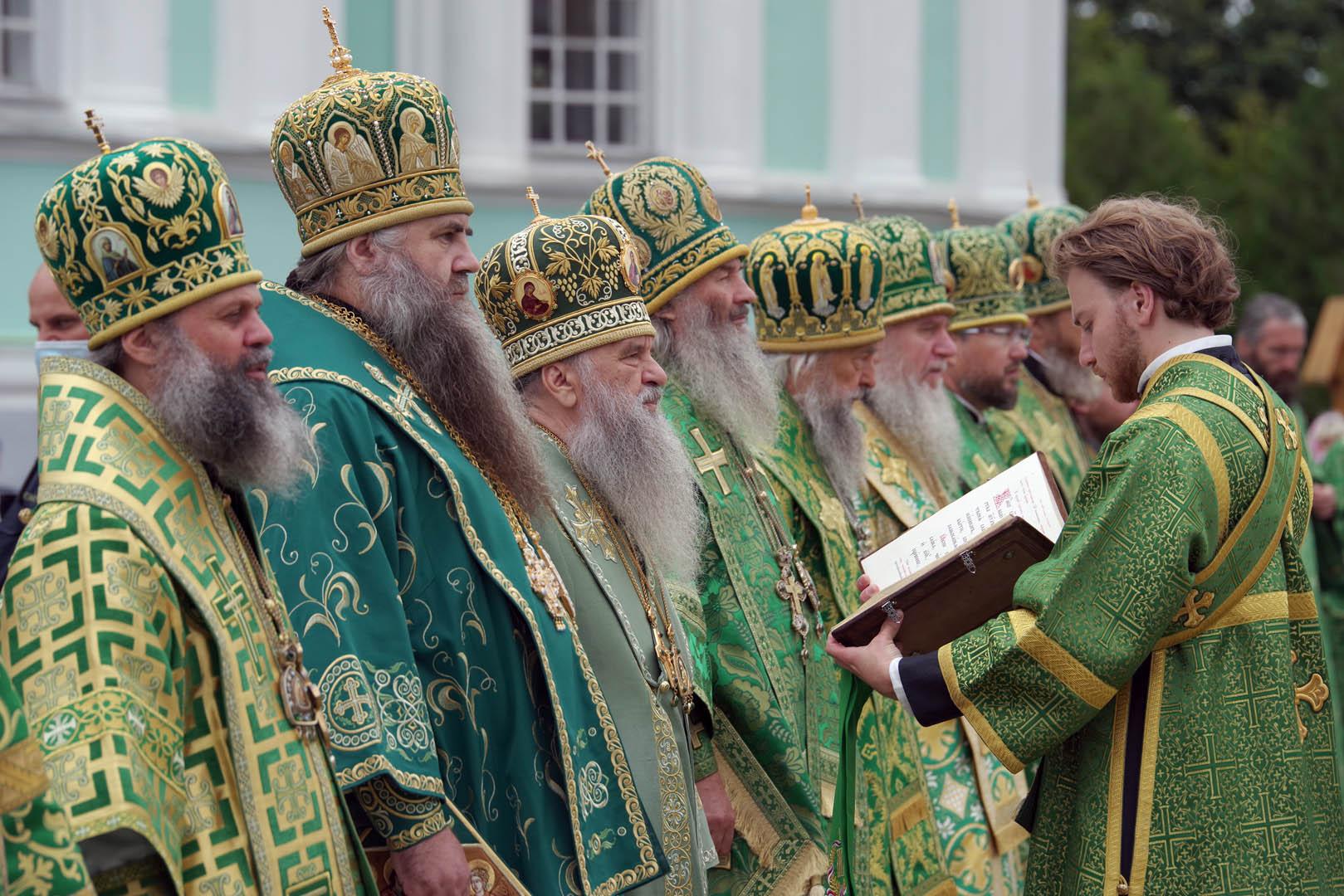 Божественная литургия в Дивеевском монастыре в день памяти преподобного Серафима Саровского