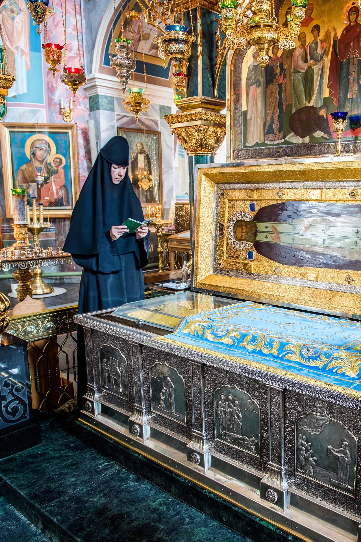Святые мощи преподобного Серафима Саровского