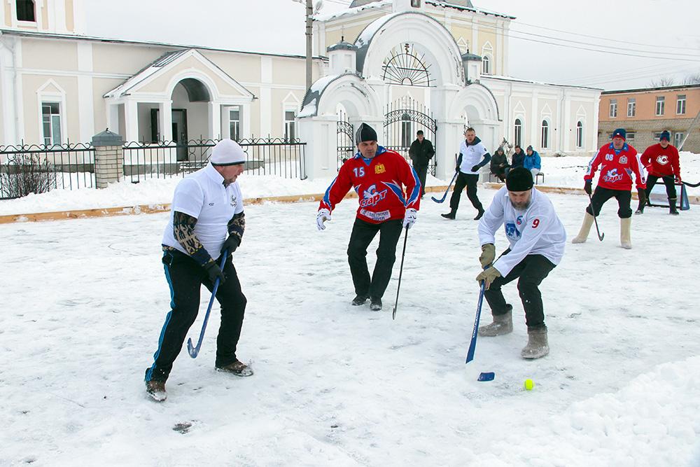 В Арзамасском районе сыграли в хоккей с мячом в валенках