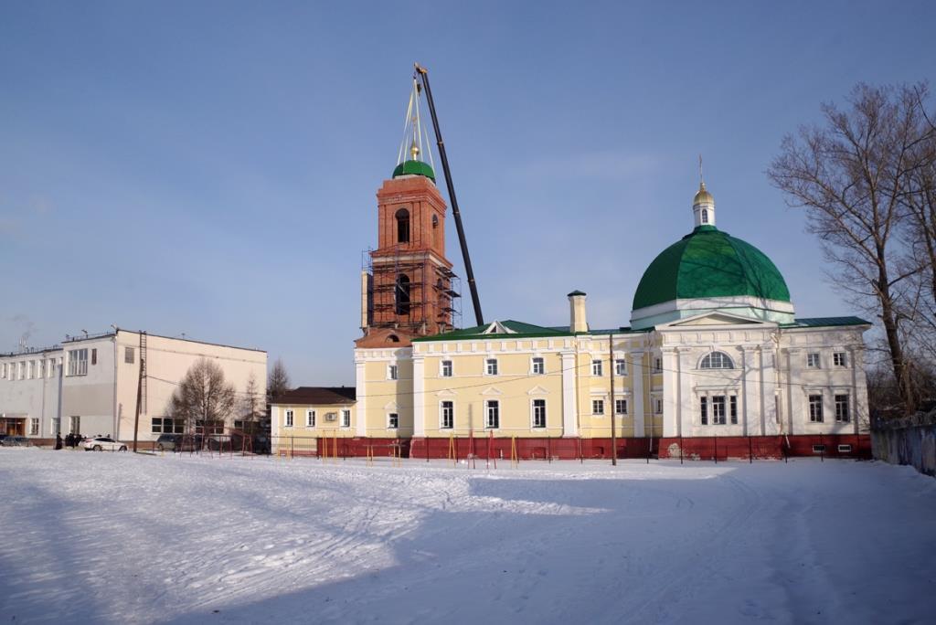 В Нижнем Новгороде освятили крест и купол колокольни Спасо-Преображенского храма