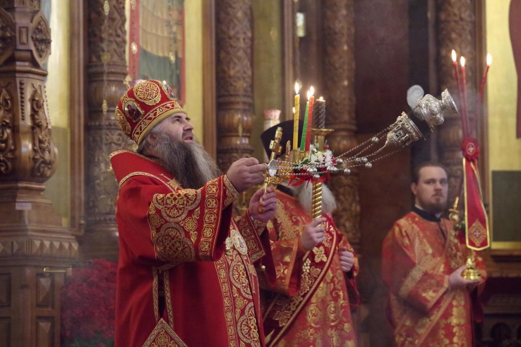Праздничное пасхальное богослужение прошло в кафедральном Александро-Невском соборе Нижнего Новгорода