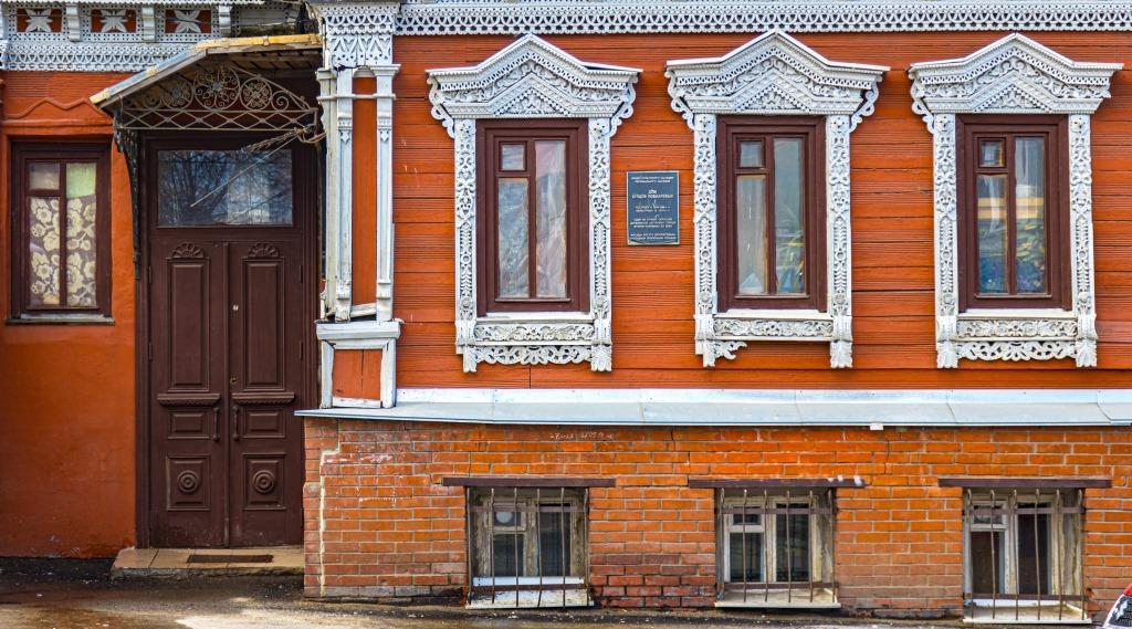 История в объективе: старинные окна и двери в пейзаже современного Нижнего Новгорода
