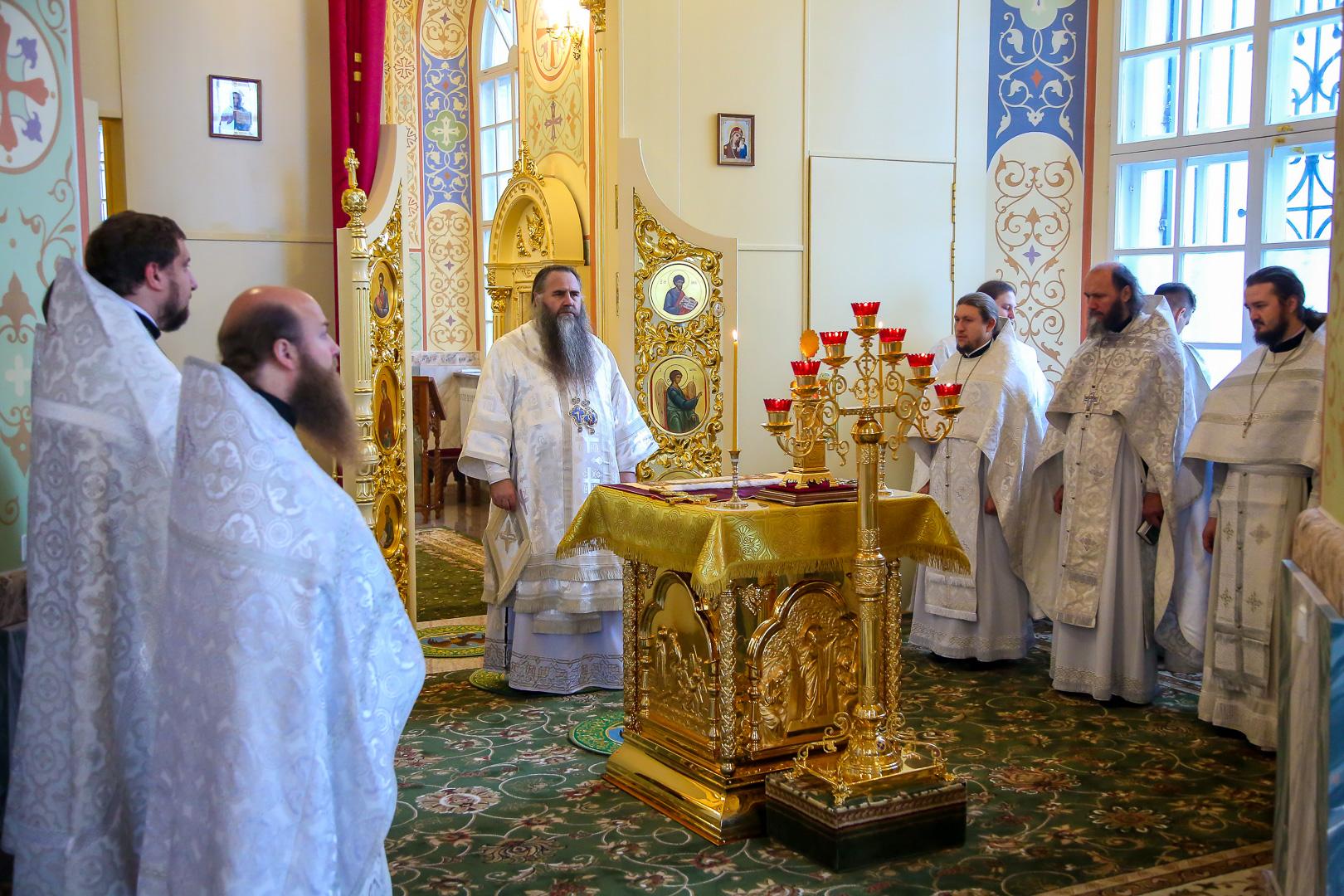 В Сергиевском храме в поселке Выездное освятили Петропавловский придел