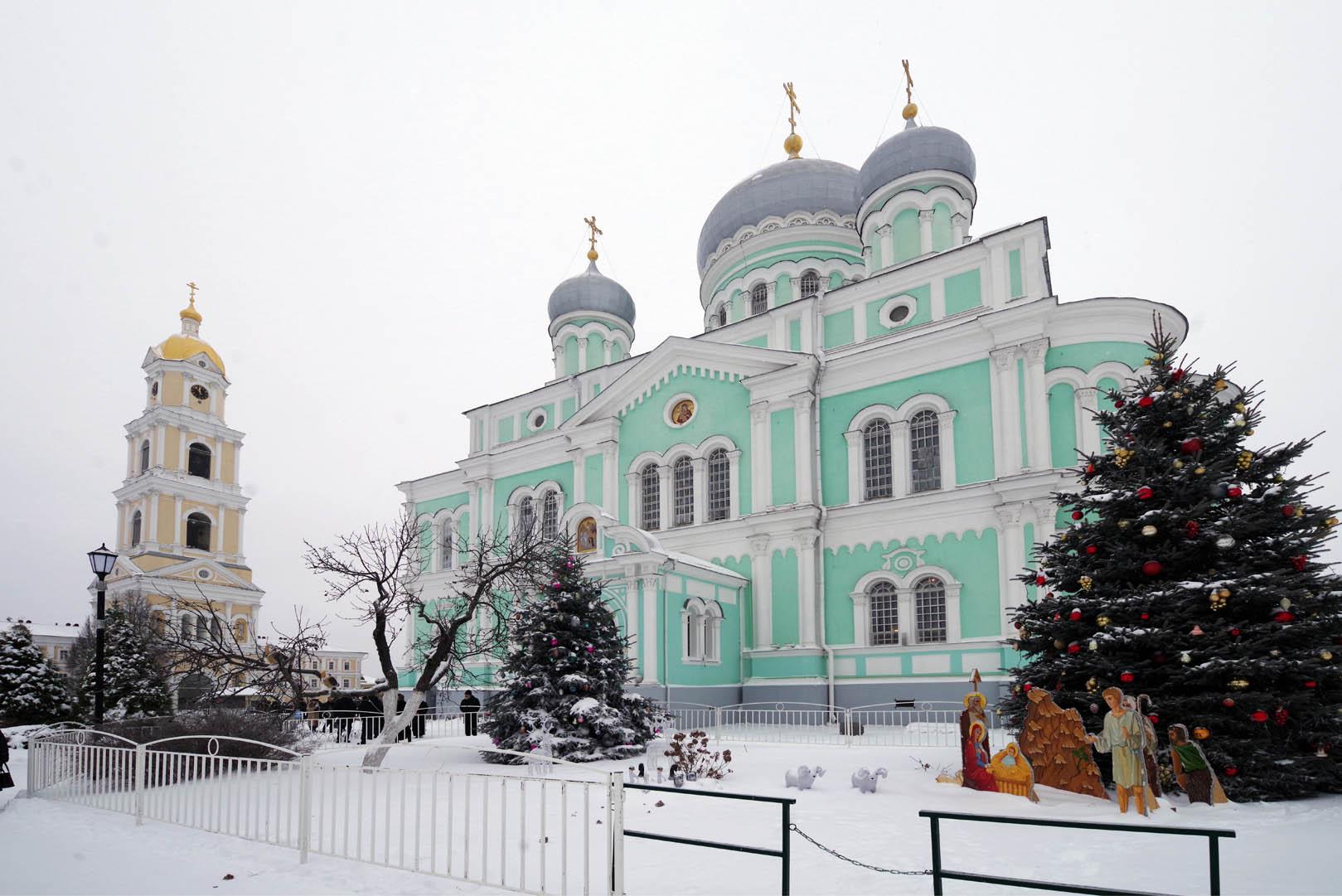 Праздничное богослужение прошло в день памяти преподобного Серафима Саровского в Дивеевском монастыре