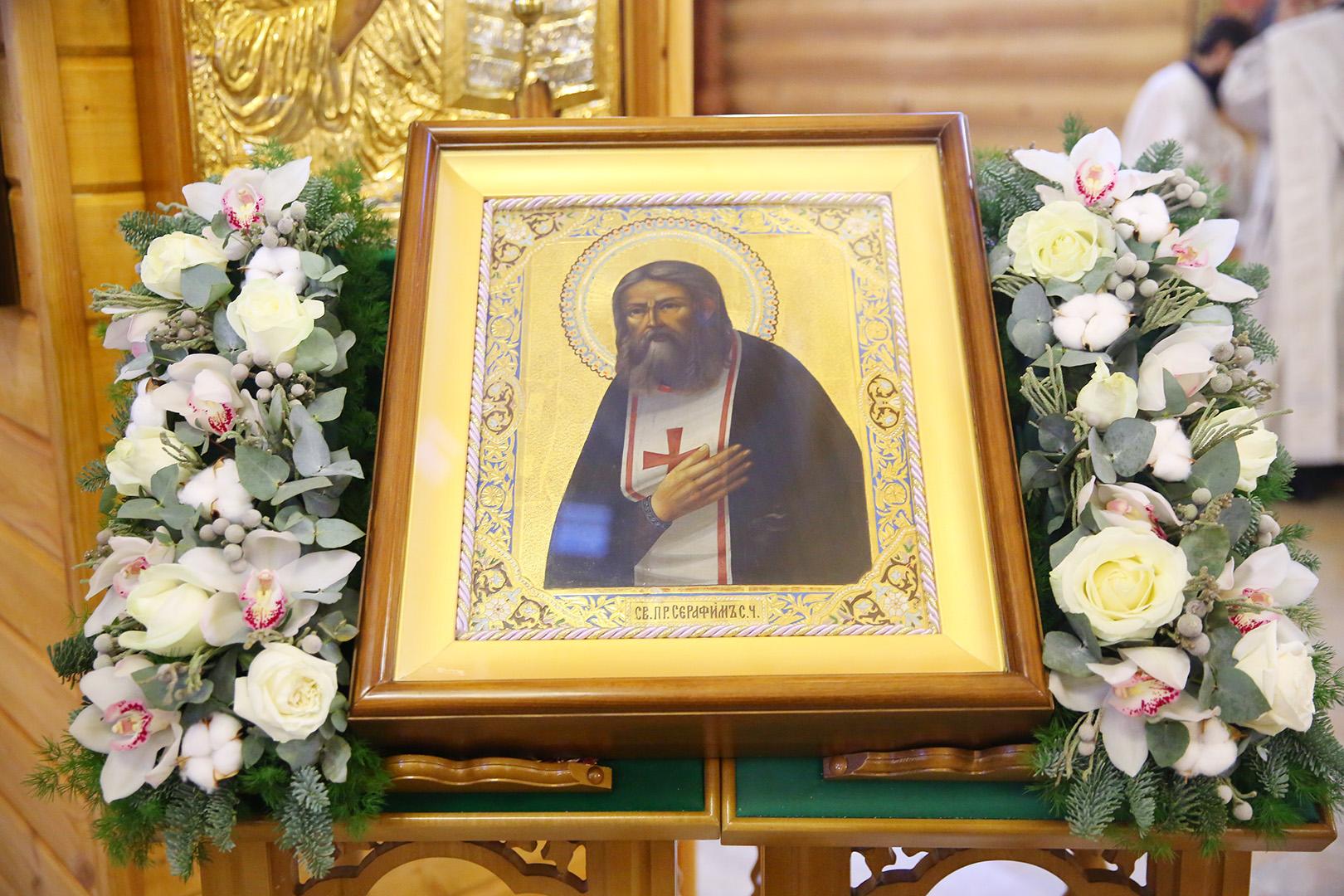 В поселке Сатис Дивеевского района освятили храм в честь преподобного Серафима Саровского