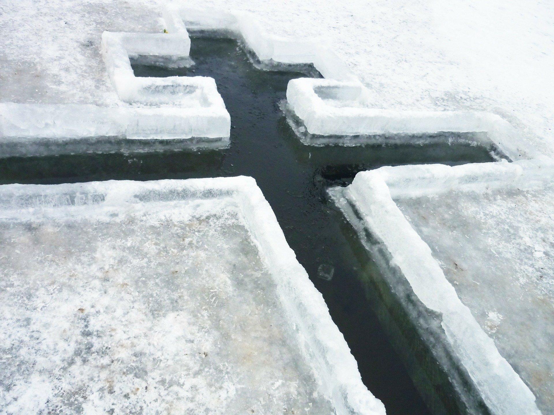 Региональное МЧС опубликовало правила безопасности во время купаний в крещенскую ночь