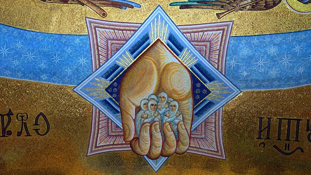 Монтаж мозаики завершился в притворе Благовещенского собора Дивеевского монастыря