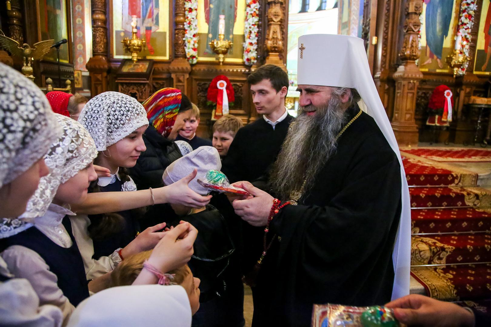 Пасхальное богослужение прошло в кафедральном Александро-Невском соборе Нижнего Новгорода с 1 на 2 мая