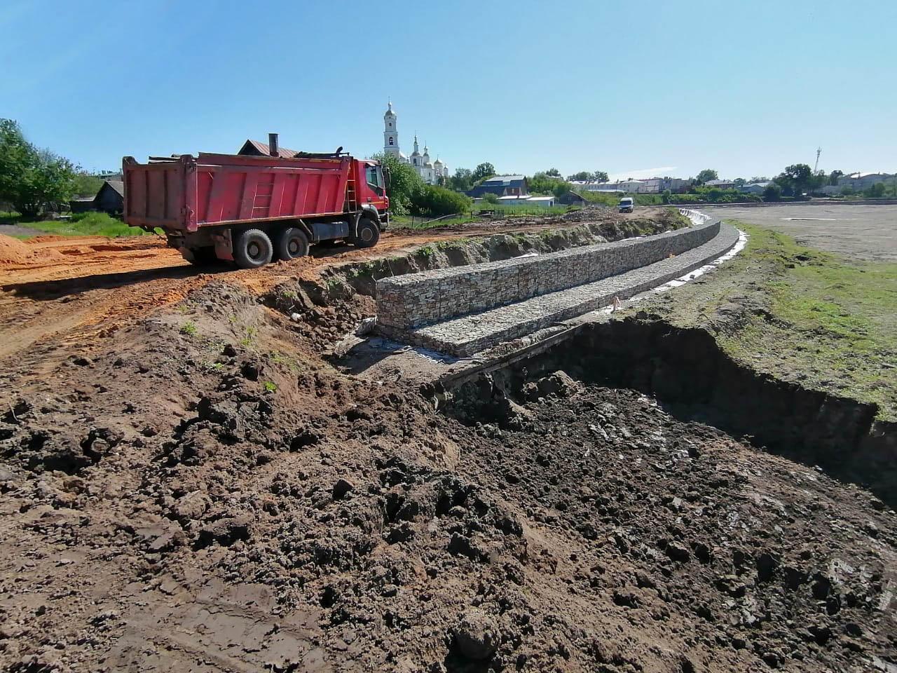 В Дивееве продолжается строительство набережной реки Вичкинзы