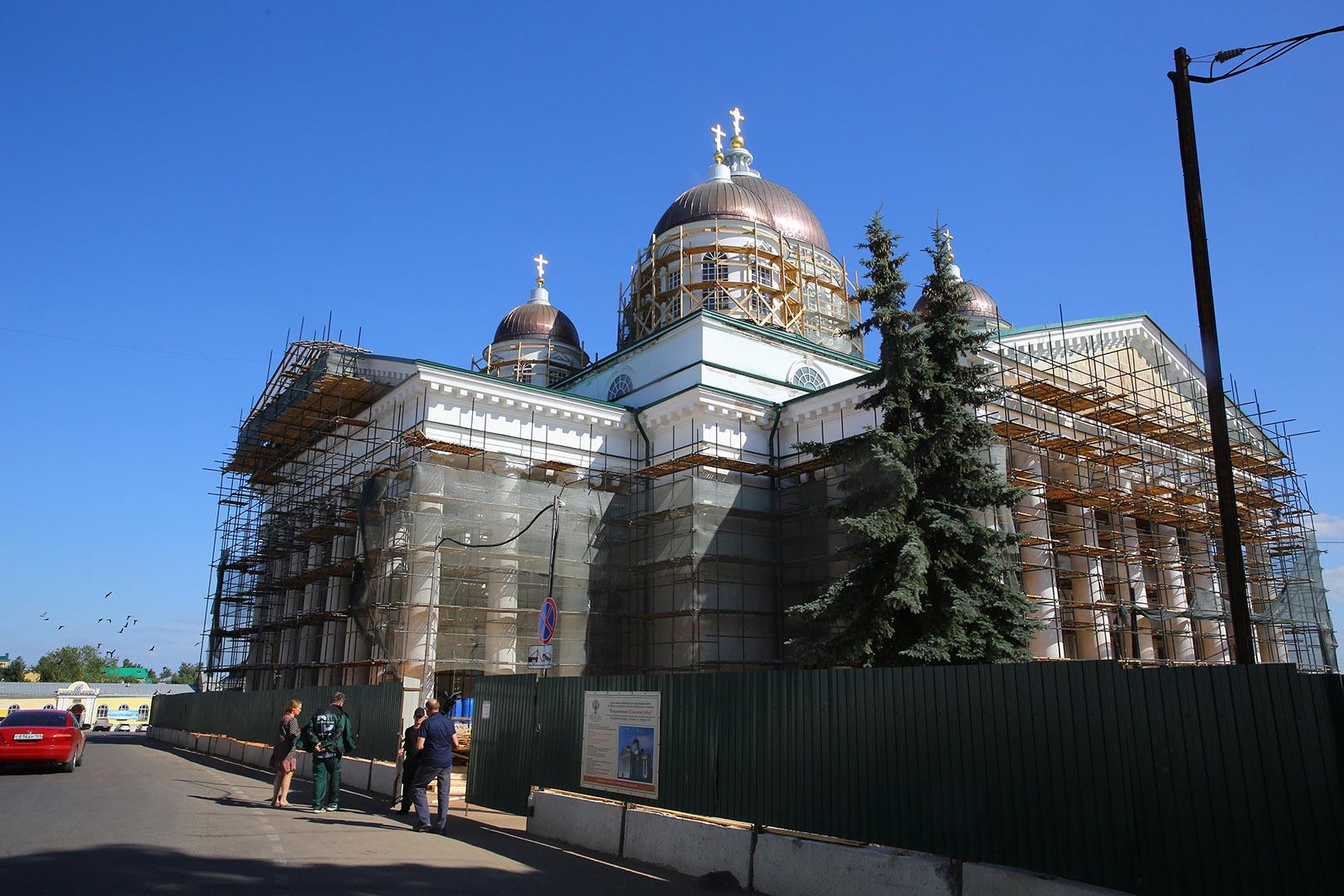 Завершаются работы по реставрации фресок восточного фасада Воскресенского собора в Арзамасе