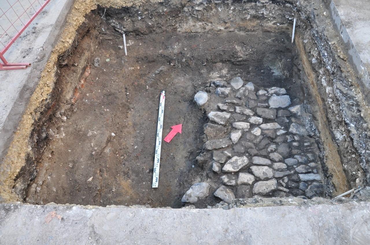 Участки мостовых XVIII и XIX веков обнаружили археологи при раскопках в Арзамасе