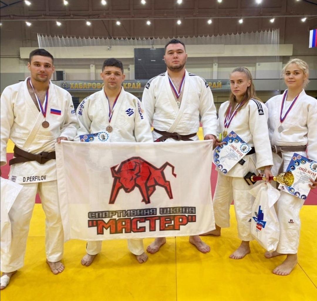 спортсмены «Мастера» завоевали пять медалей на проходившем 26-28 мая в Хабаровске чемпионате ДФО по дзюдо