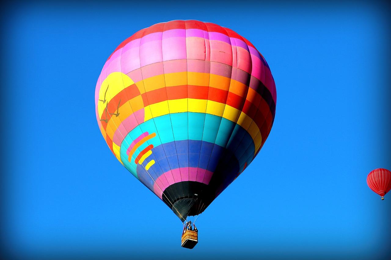 На большом воздушном шаре…