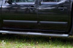 Молдинги на двери узкие Nissan Navara 2005-2010 ГЛЯНЕЦ (ПОД ПОКРАСКУ)