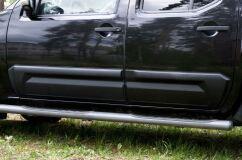 Молдинги на двери широкие Nissan Navara 2005-2010 ШАГРЕНЬ