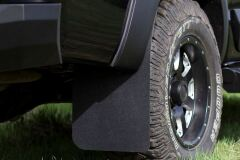 Брызговики под расширители колесных арок С ВЫНОСОМ 25 мм Toyota Hilux 2015-2018 (VIII дорестайлинг)