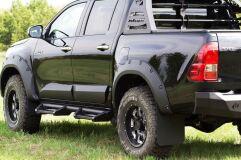 Брызговики под расширители колесных арок С ВЫНОСОМ 50 мм Toyota Hilux 2015-2018 (VIII дорестайлинг)