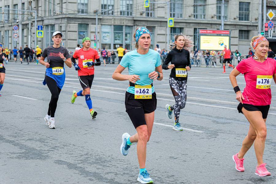 Фото Супермен, красавицы и пульс 130: в Новосибирске пробежали полумарафон Раевича 3