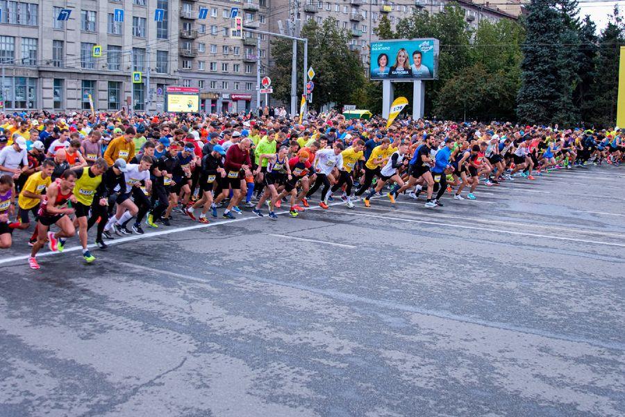 Фото Супермен, красавицы и пульс 130: в Новосибирске пробежали полумарафон Раевича 5