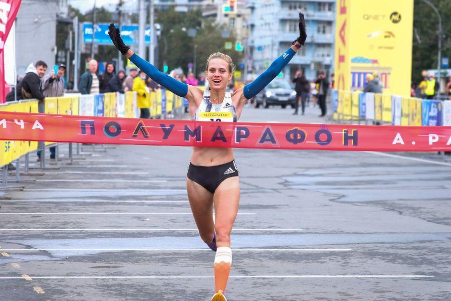 Фото Супермен, красавицы и пульс 130: в Новосибирске пробежали полумарафон Раевича 7