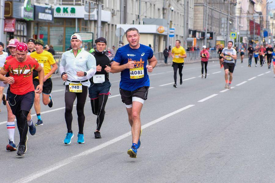 Фото Супермен, красавицы и пульс 130: в Новосибирске пробежали полумарафон Раевича 13