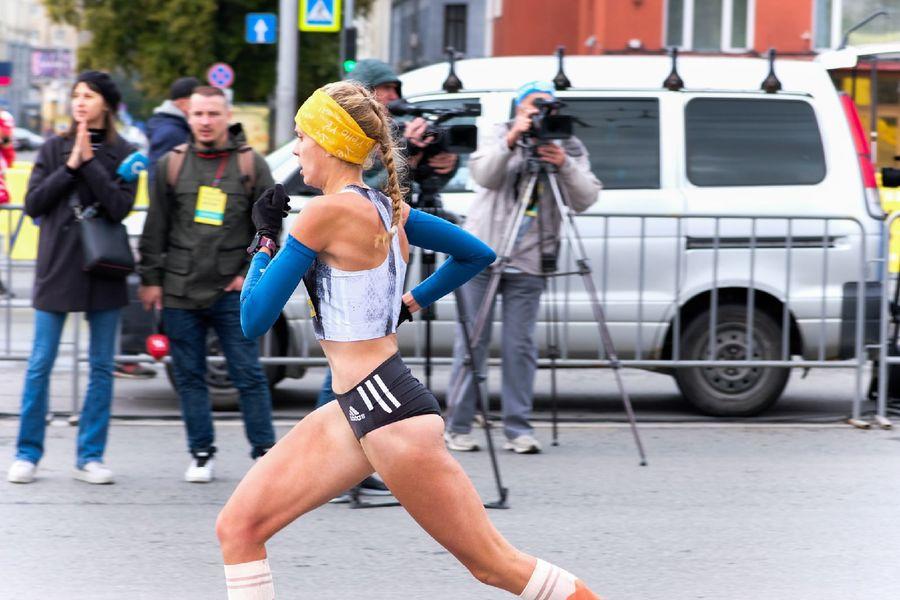 Фото Супермен, красавицы и пульс 130: в Новосибирске пробежали полумарафон Раевича 9