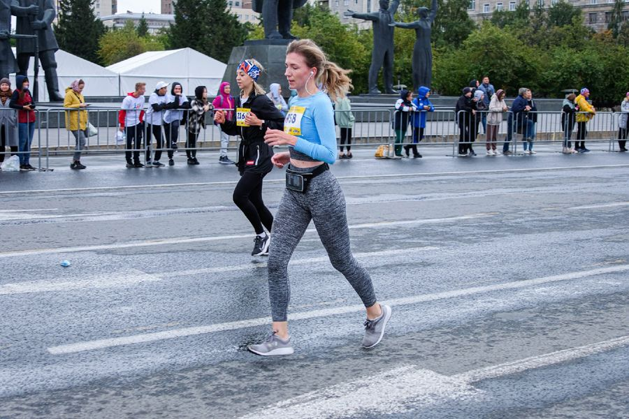 Фото Супермен, красавицы и пульс 130: в Новосибирске пробежали полумарафон Раевича 10