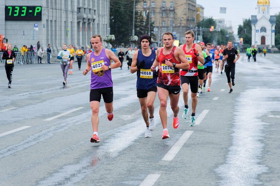 Фото Супермен, красавицы и пульс 130: в Новосибирске пробежали полумарафон Раевича 12