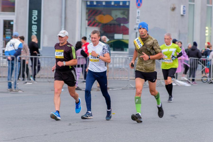 Фото Супермен, красавицы и пульс 130: в Новосибирске пробежали полумарафон Раевича 15