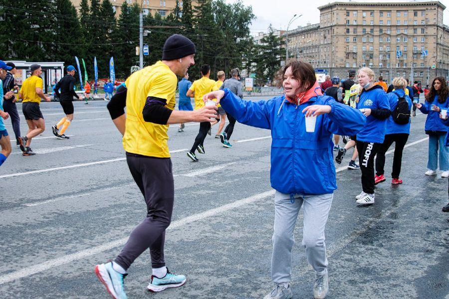 Фото Супермен, красавицы и пульс 130: в Новосибирске пробежали полумарафон Раевича 17
