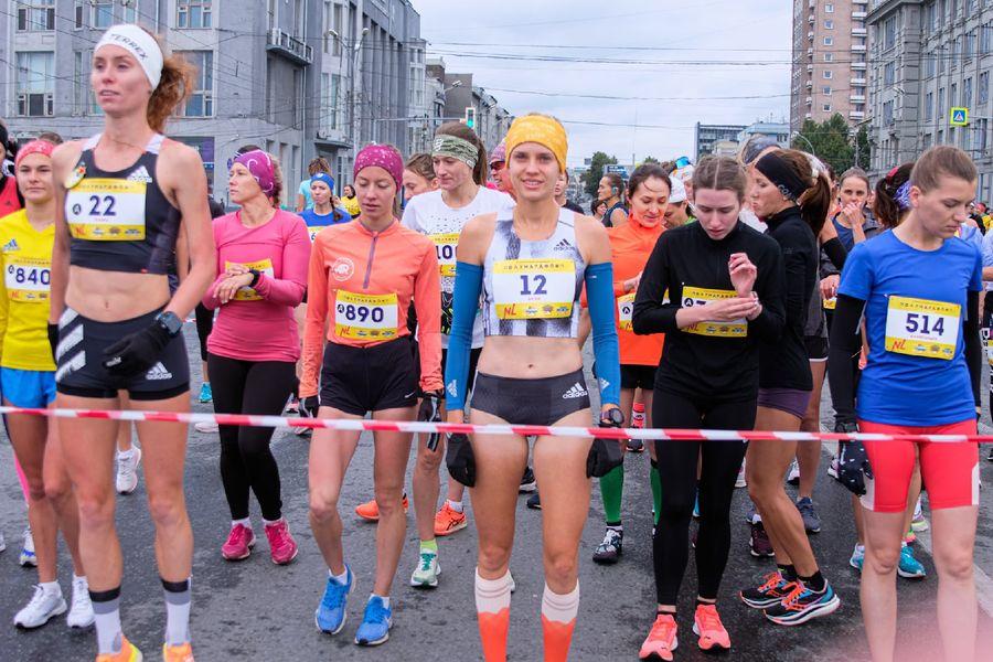 Фото Супермен, красавицы и пульс 130: в Новосибирске пробежали полумарафон Раевича 46