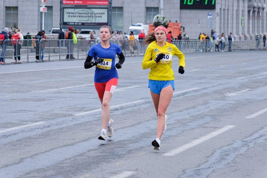 Фото Супермен, красавицы и пульс 130: в Новосибирске пробежали полумарафон Раевича 59