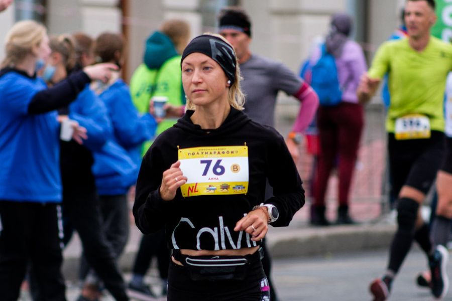 Фото Супермен, красавицы и пульс 130: в Новосибирске пробежали полумарафон Раевича 62