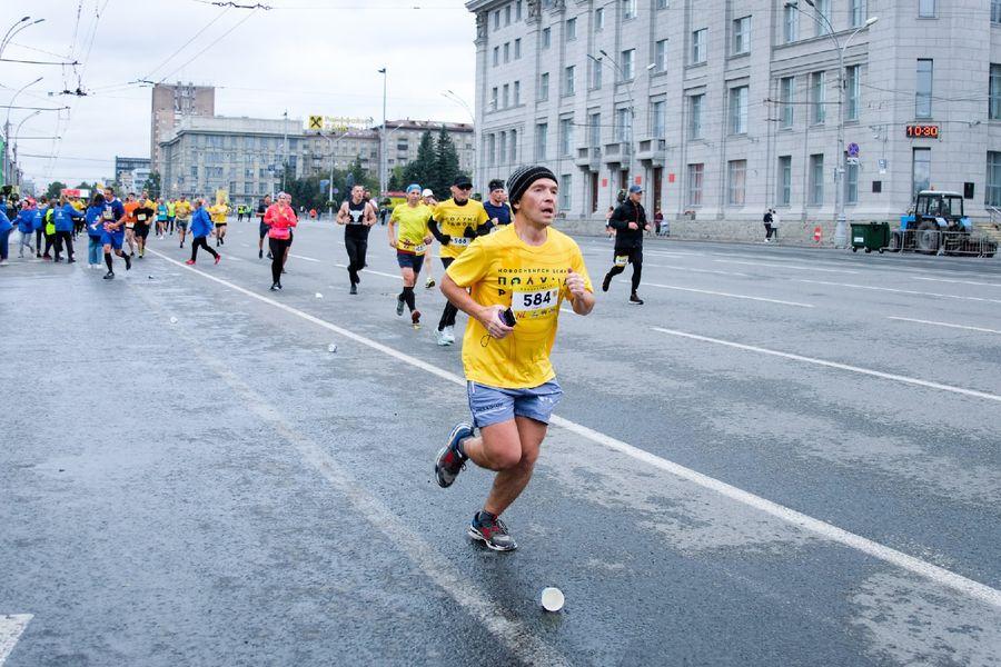 Фото Супермен, красавицы и пульс 130: в Новосибирске пробежали полумарафон Раевича 63