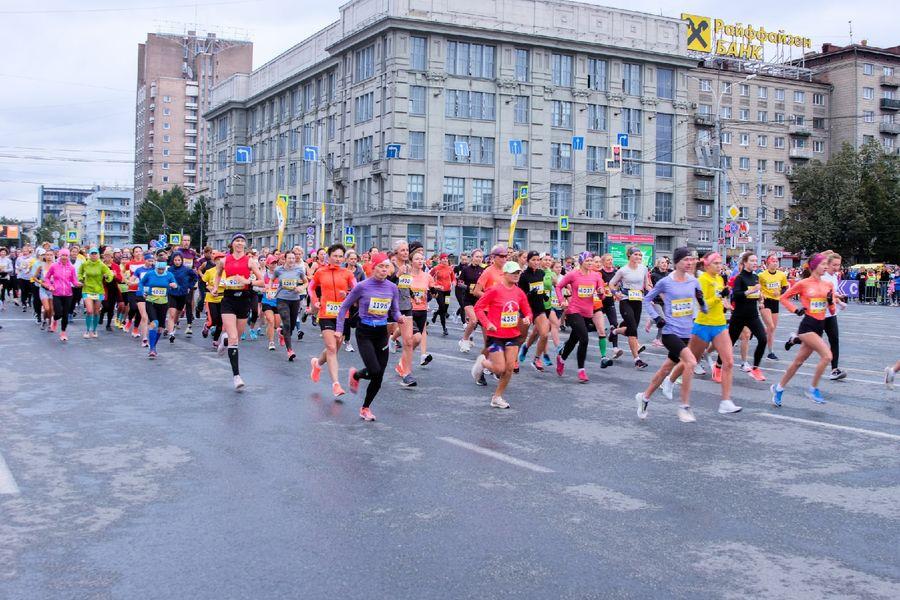 Фото Супермен, красавицы и пульс 130: в Новосибирске пробежали полумарафон Раевича 28