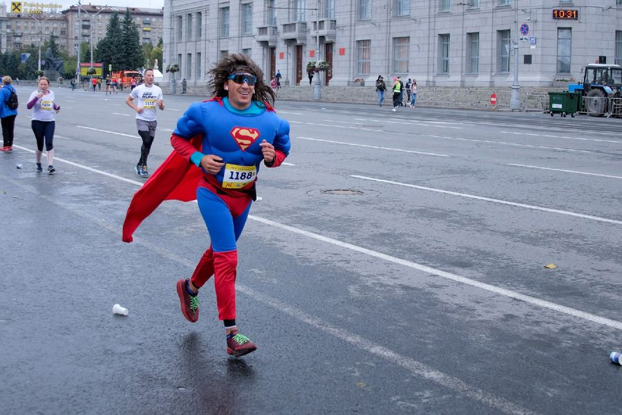 Фото Супермен, красавицы и пульс 130: в Новосибирске пробежали полумарафон Раевича 32